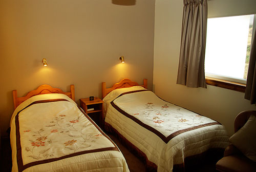 Twin room with ensuite facilities